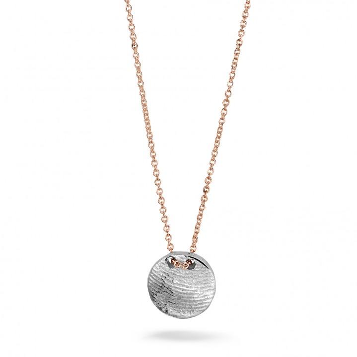 Rose gouden collier met zilveren vingerafdruk.