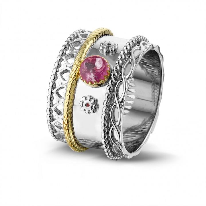 Zilver met 14 krt gouden ring.