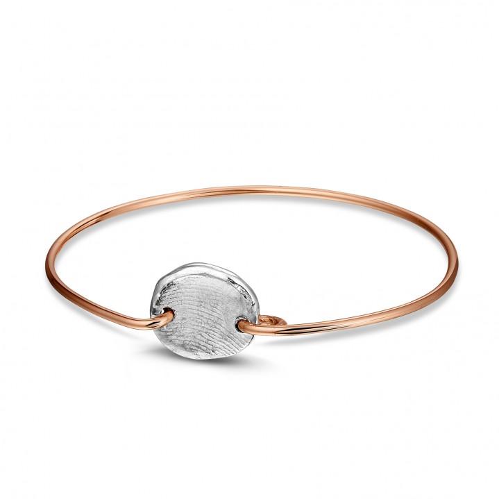 Roze gouden armband met zilveren vingerafdruk.