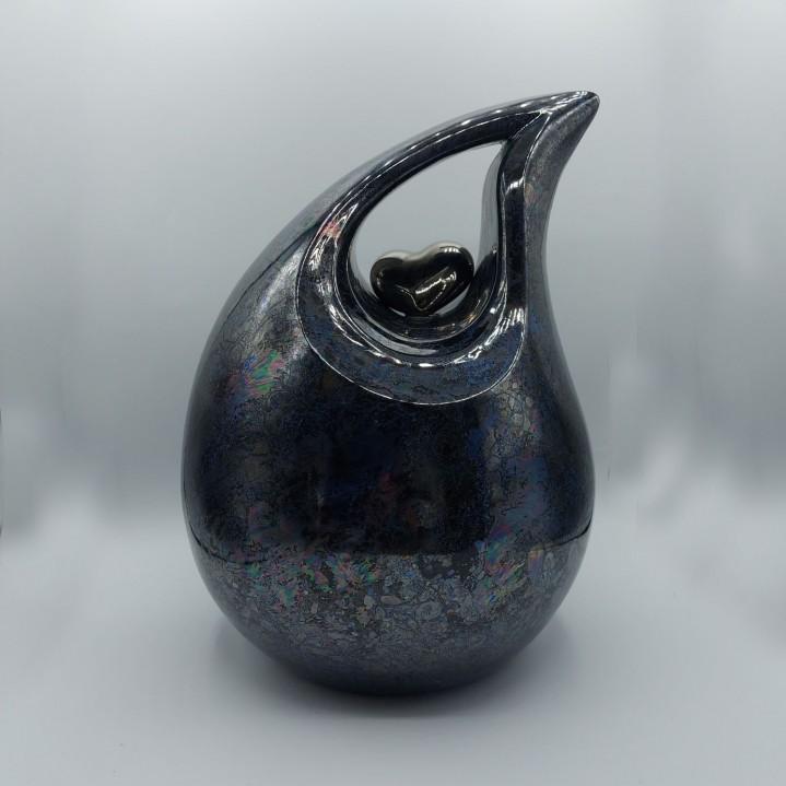 Keramische urn met een hartje in het midden