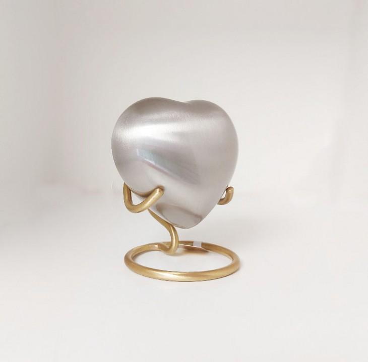 Kleine metalen urn