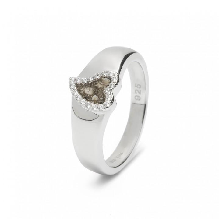 Zilveren ring. Hart met zirkonia